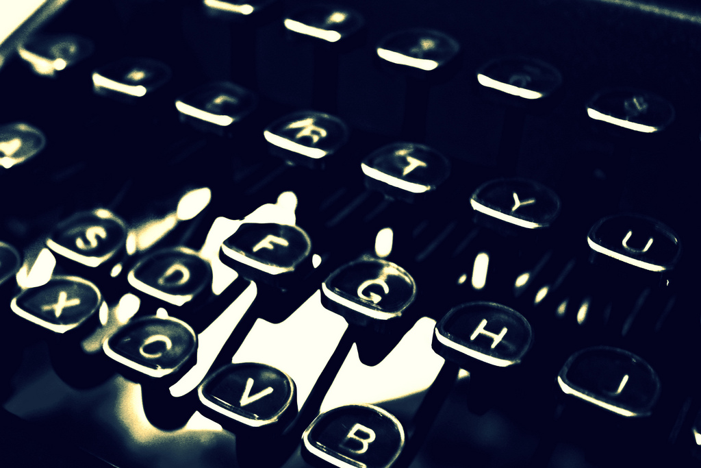 typewriter by Nicole Leec, Flickr (CC BY 2.0)
