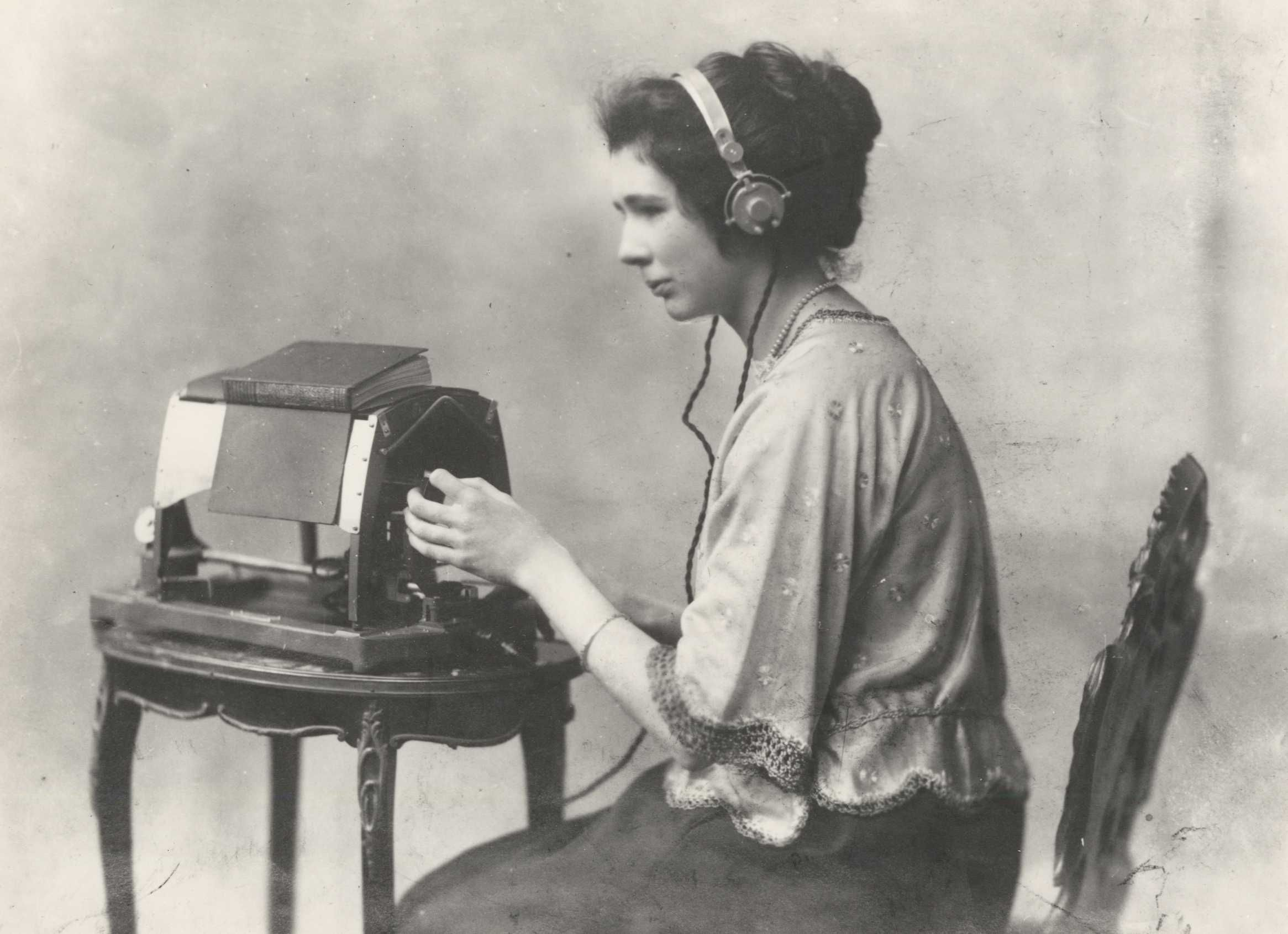 Figure 2: Mary Jameson reading Anthony Trollope's The Warden on an optophone, ca. 1921, care of Blind Veterans UK